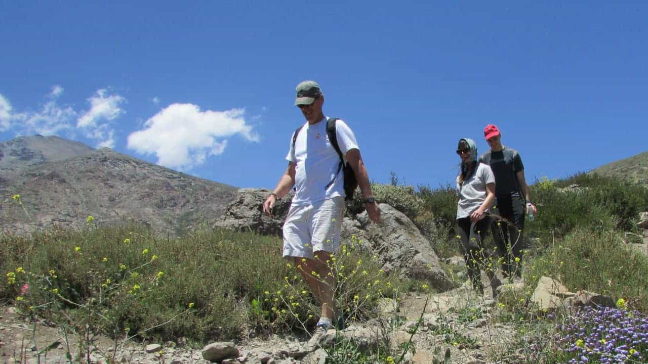 Andes hike - people walking downhill